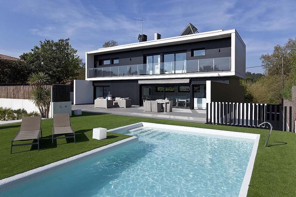 Aluminio pvc persianas teruel carpinter a de aluminio for Casas modernas futuristas