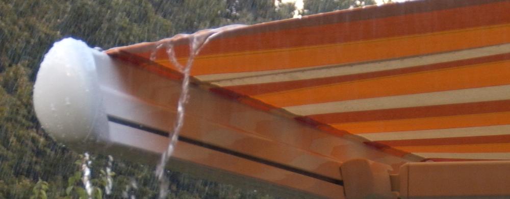 El viento y la lluvia los peores enemigos de nuestros for Toldos para lluvia